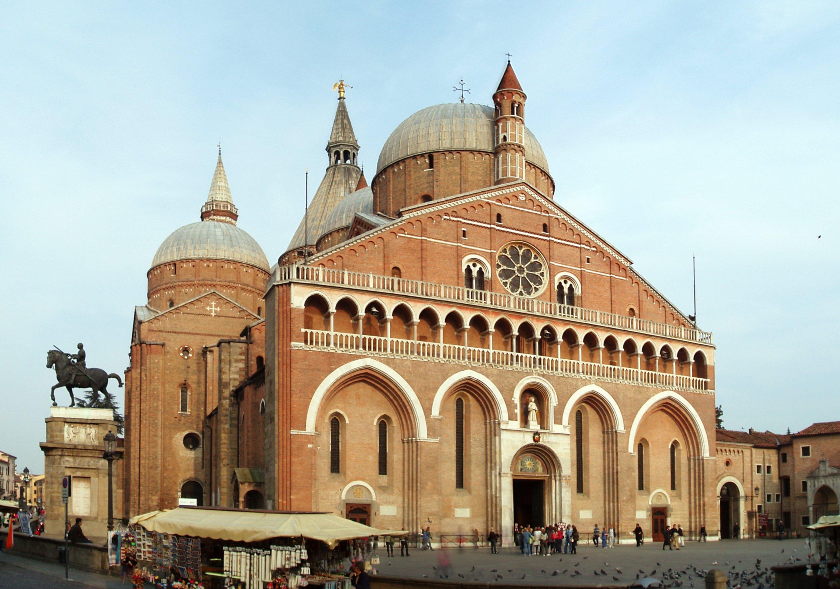 Basilica_di_SantAntonio_da_Padova.jpg